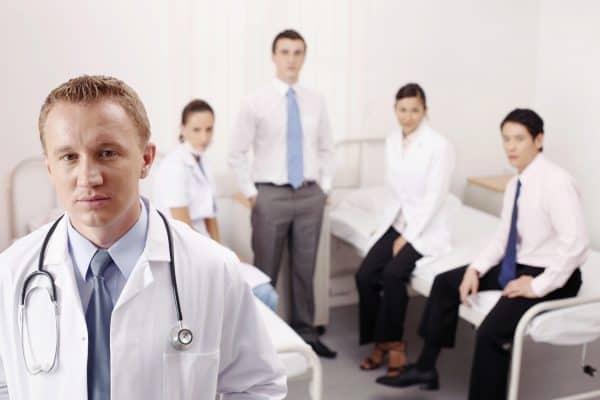 צוות רופאים מטפל