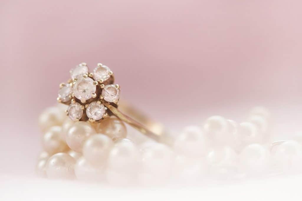 טבעת ושרשרת פנינים
